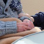 In der Pflege für die Eltern mitzahlen