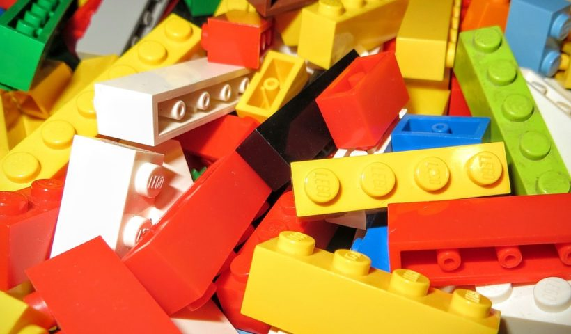 Ein Berg von Legosteinen - Lego für Rollstuhlrampen