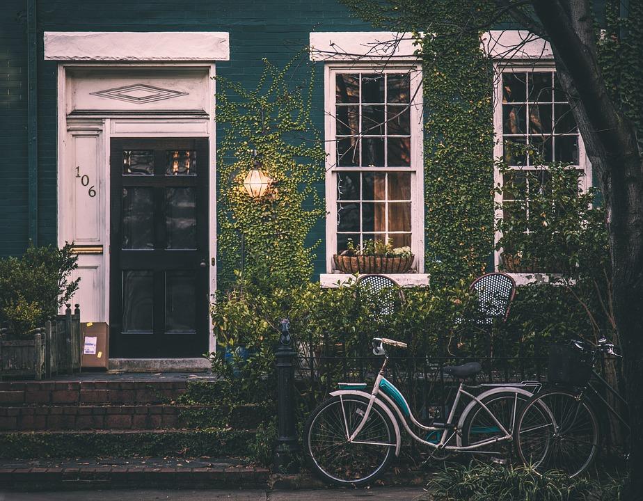 Beitragsbild: Fahrrad vor Haus